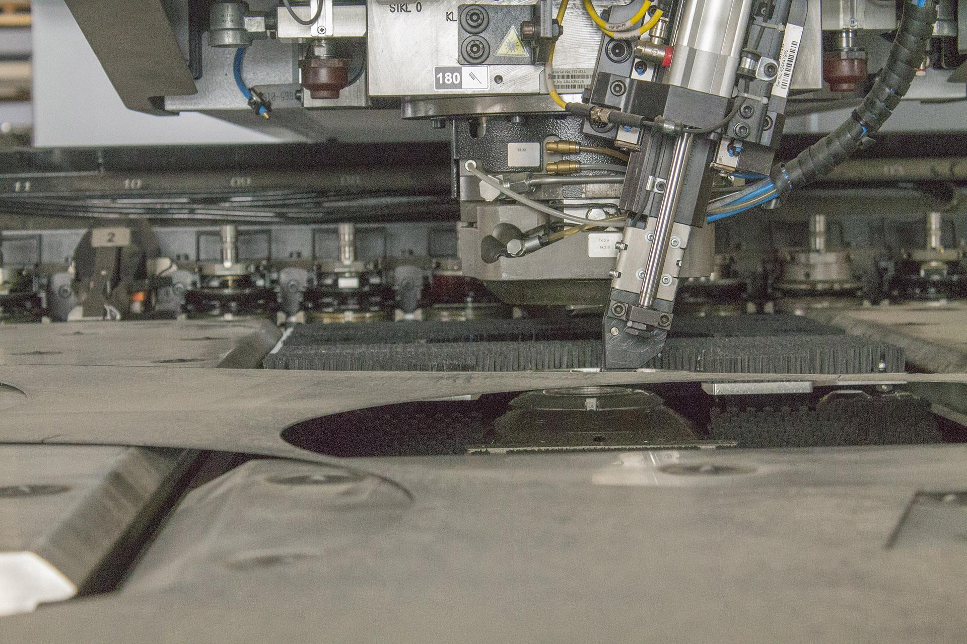 LPT: dettaglio della macchina macchina punzonatrice