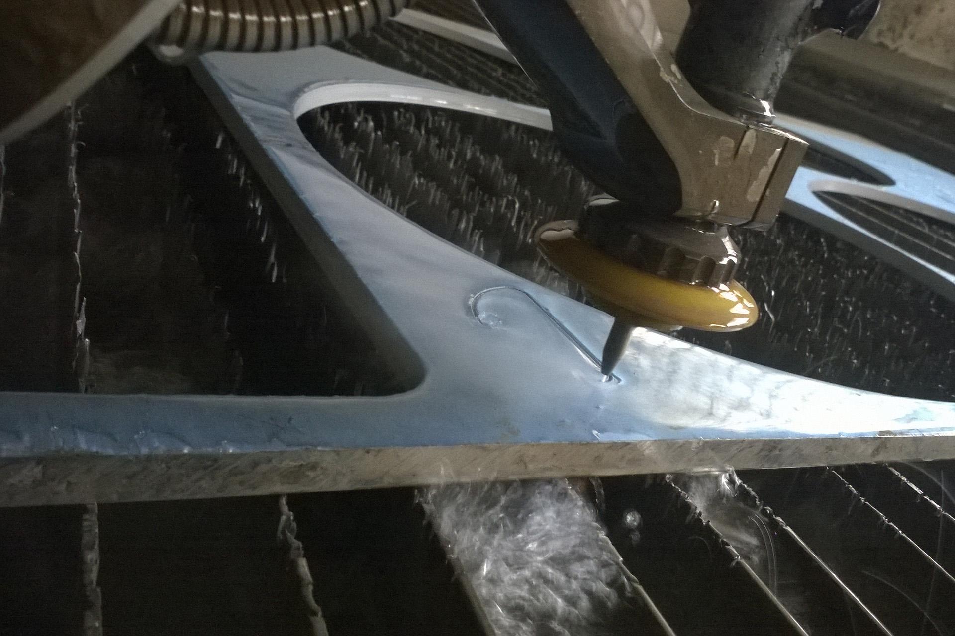 LPT: dettaglio della tagliatrice water jet